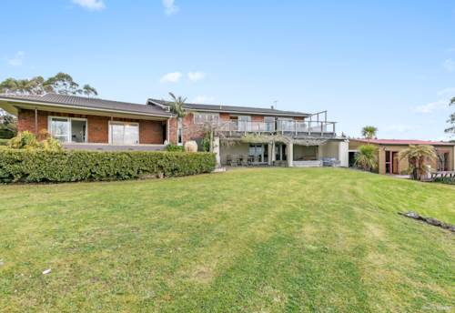 Massey, Huge home and 4.1ha of grazing, Property ID: 62000748 | Barfoot & Thompson