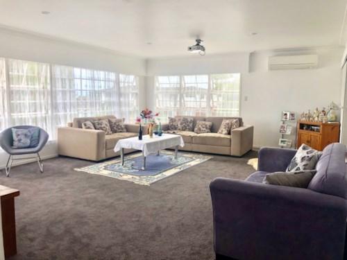Meadowbank, Spaciou living area, Property ID: 65002435 | Barfoot & Thompson