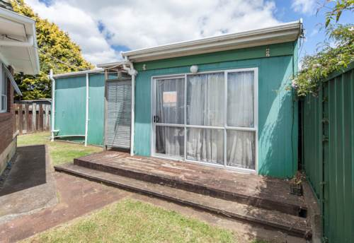 Te Atatu Peninsula, Studio living, Property ID: 66000659 | Barfoot & Thompson