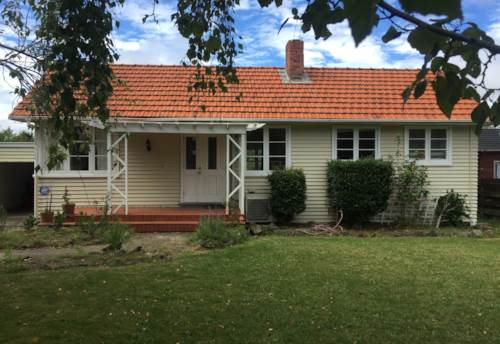 Te Atatu South, Cute Cottage, Property ID: 66000716 | Barfoot & Thompson