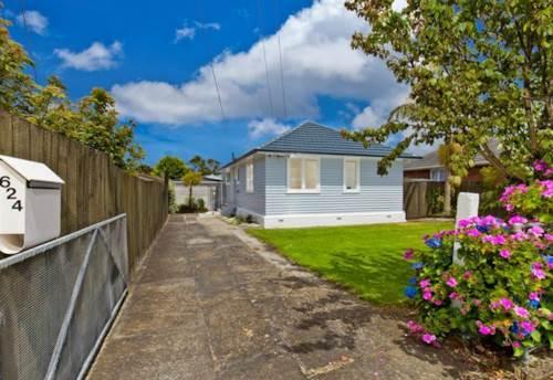Te Atatu Peninsula, 3 bedroom + Studio, Property ID: 66000719 | Barfoot & Thompson