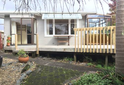 Te Atatu Peninsula, Spacious 2 bedroom with garage, Property ID: 66000732 | Barfoot & Thompson
