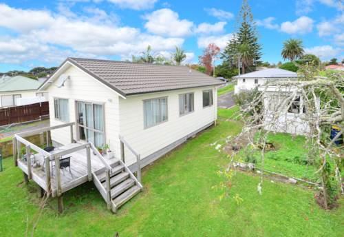 Te Atatu South, 2 Bedroom Sweetie, Property ID: 66000746 | Barfoot & Thompson