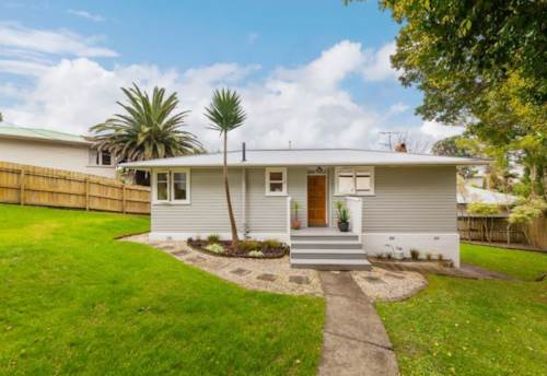 Te Atatu South, The Grass Is Greener, Property ID: 66000754 | Barfoot & Thompson
