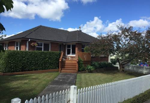 Te Atatu Peninsula, 3 Bedroom Home - Available July, Property ID: 66000780 | Barfoot & Thompson