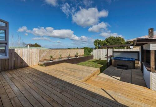 Massey, Wow on Waimumu, Property ID: 66000783 | Barfoot & Thompson
