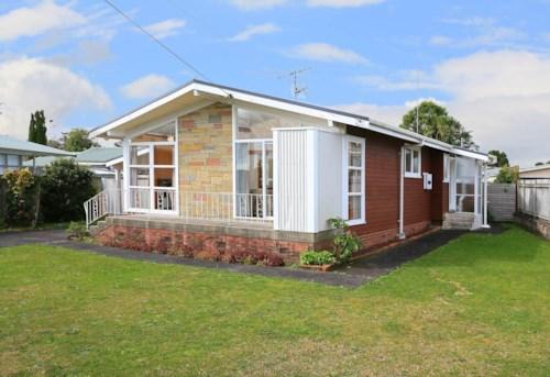 Te Atatu Peninsula, Family Home in Te Atatu, Property ID: 66000804 | Barfoot & Thompson