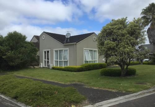 Te Atatu Peninsula, One level family home in fantastic location, Property ID: 66000816 | Barfoot & Thompson