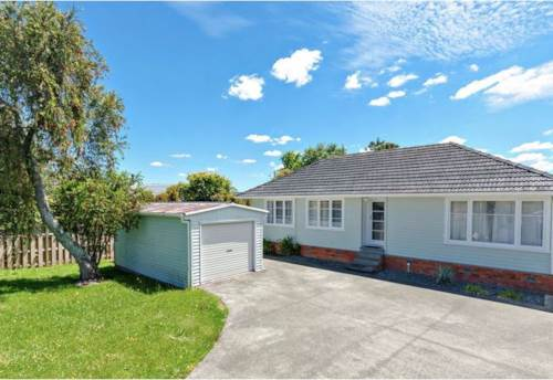 Te Atatu South, Positioned with right of way access in a quiet street, Property ID: 66000833 | Barfoot & Thompson