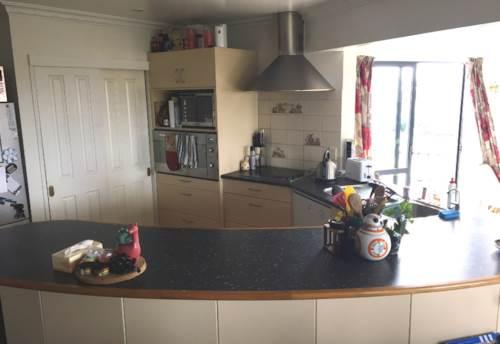 Te Atatu South, 3 bedroom low maintenance home, Property ID: 66000852 | Barfoot & Thompson