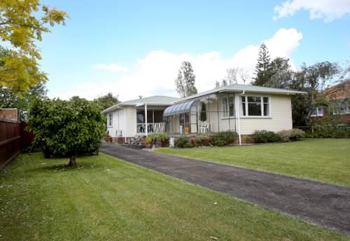 Te Atatu Peninsula, FABULOUS HOME IN GREAT LOCATION!, Property ID: 66000873 | Barfoot & Thompson