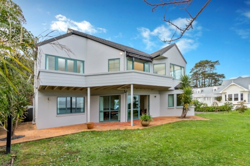 Beachlands, Clifftop Home, Property ID: 67000279 | Barfoot & Thompson
