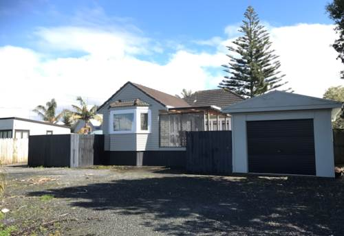 Beachlands, Cosy Cottage, Property ID: 67000280 | Barfoot & Thompson