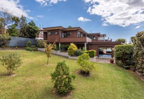 Beachlands, 3 bedroom home with Sea Views, Property ID: 67000303 | Barfoot & Thompson