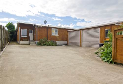 Beachlands, Spacious 2 bedroom home, Property ID: 67001416 | Barfoot & Thompson