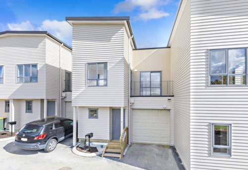 Flat Bush, This stylish 3 bedroom home in the Superb location, Property ID: 67003476 | Barfoot & Thompson