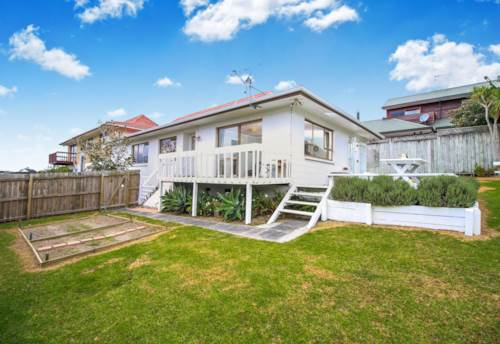 Browns Bay, 3 bedroom in Rangi Zone, Property ID: 68000329 | Barfoot & Thompson