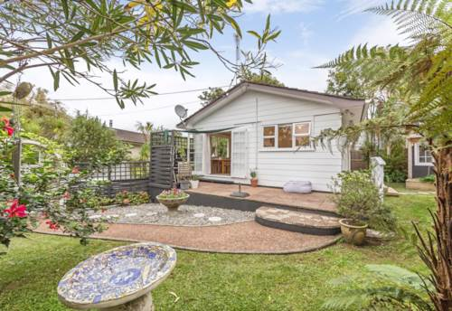 Torbay, Gorgeous cottage with sleepout, Property ID: 68000421 | Barfoot & Thompson