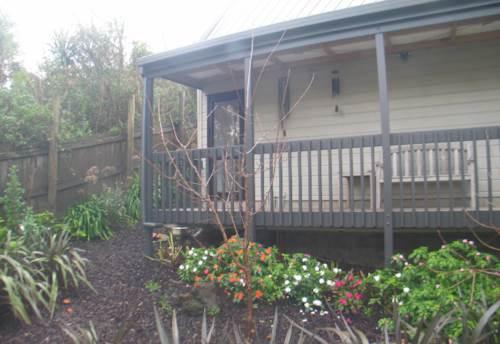 Waiake, Modern studio, Property ID: 68000434 | Barfoot & Thompson