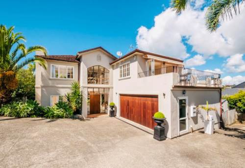 Torbay, Elegance in Olde Torbay, Property ID: 68000509 | Barfoot & Thompson