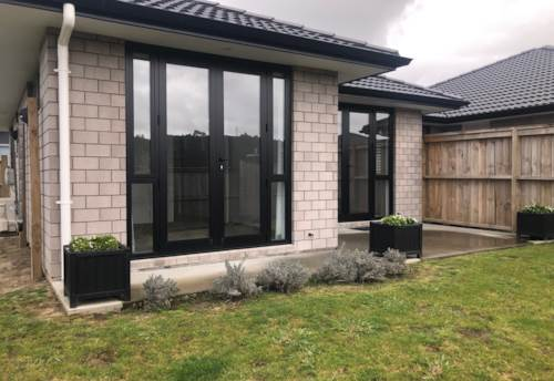 Huapai, Immaculate lock up and leave., Property ID: 68000521 | Barfoot & Thompson
