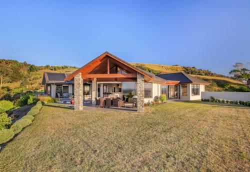 Drury, SUPERB 5 BEDROOM HOME - HEATED INFINITY POOL, Property ID: 72001835 | Barfoot & Thompson