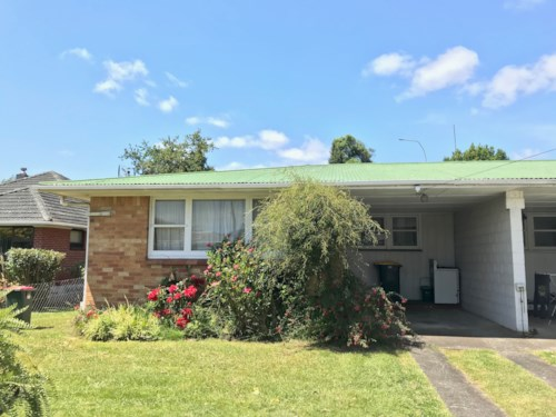 Papakura, Good for a small family!, Property ID: 72002975 | Barfoot & Thompson