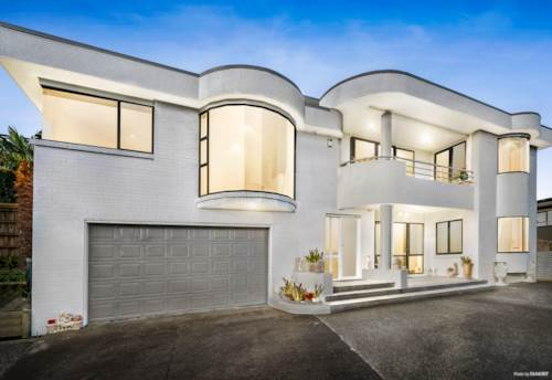 Bucklands Beach, Executive living at its best, Property ID: 72003118 | Barfoot & Thompson