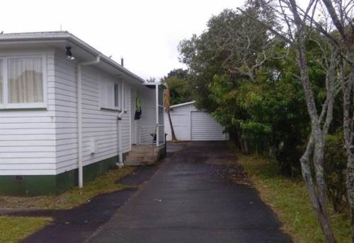 Papakura, 3 bedrooms nice family house., Property ID: 72003162 | Barfoot & Thompson