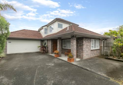 Golflands, Excellent location spacious home, Property ID: 72003375 | Barfoot & Thompson