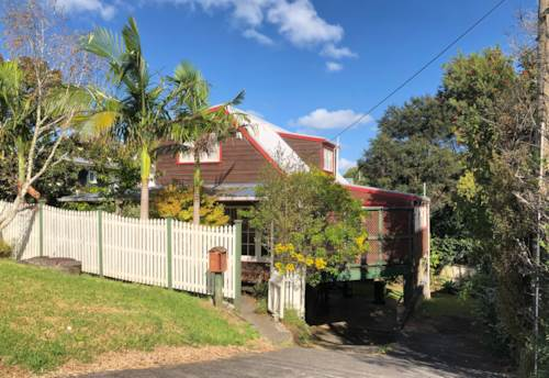 Glenfield, 3 bedrooms & 2 Bathrooms, Property ID: 75000755 | Barfoot & Thompson