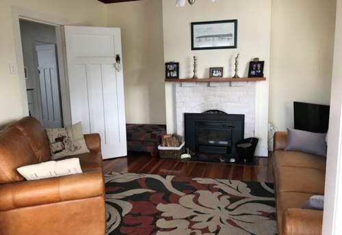Glen Eden, Dog Friendly Family Home , Property ID: 77000042 | Barfoot & Thompson