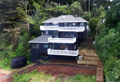 Waiatarua, THE HOME YOU DESERVE - SPACE & VIEWS , Property ID: 77000055 | Barfoot & Thompson