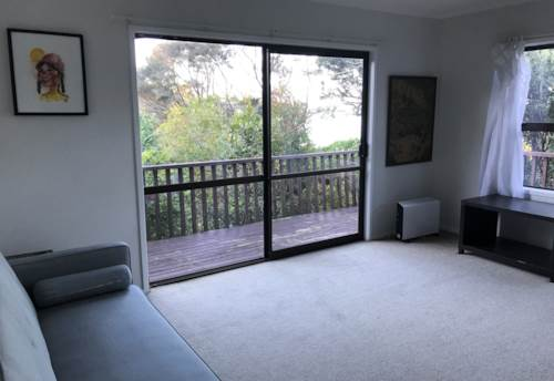 Titirangi, Outstanding One Bedroom House with Beautiful Views, Property ID: 77000060 | Barfoot & Thompson