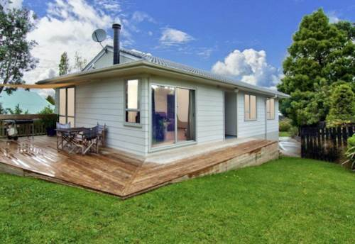 New Lynn, COMFORTABLE HOME - FAB LOCATION!, Property ID: 77000062 | Barfoot & Thompson