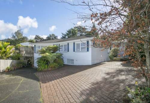 Titirangi, Pet Friendly Large Family Home In Quiet Neighbourhood, Property ID: 77000066 | Barfoot & Thompson