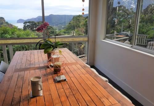 Piha, Slice of Sun and Beach in Piha, Property ID: 77000084 | Barfoot & Thompson