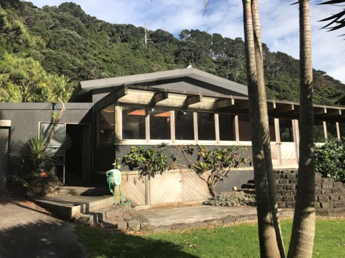 Karekare, Surf, Sun and Space in this great family home, Property ID: 77000112 | Barfoot & Thompson