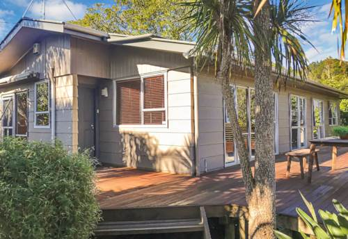 Titirangi, Four bedrooms plus rumpus!, Property ID: 77001183 | Barfoot & Thompson
