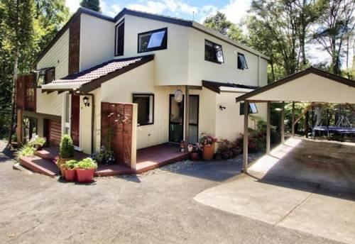 Titirangi, A Quality Home For Rent in Titirangi, Property ID: 77001186 | Barfoot & Thompson