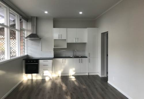 Greenlane, Renovated and ready - 3 bedroom with courtyard, Property ID: 77001191   Barfoot & Thompson