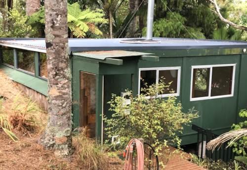 Laingholm, Super Cute 1 Bedroom Cottage Hideaway, Property ID: 77003202 | Barfoot & Thompson