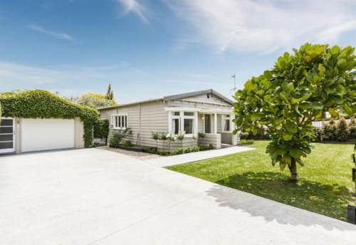 Waterview, Charming 3 Bedroom Home, Property ID: 83000390 | Barfoot & Thompson