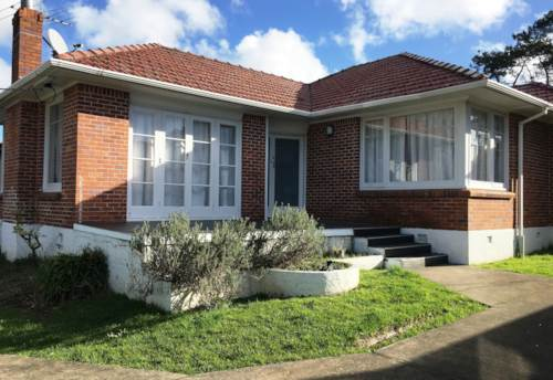 New Lynn, Call now, Property ID: 83000487 | Barfoot & Thompson