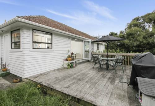 Pt Chevalier, Call now, Property ID: 83000529 | Barfoot & Thompson