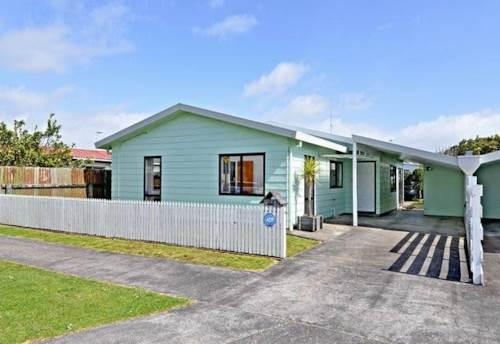 Manurewa, Comfy 3 bedroom plus sunny-room!, Property ID: 85000972 | Barfoot & Thompson
