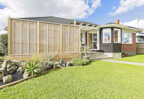 Papakura, Immaculate family home!, Property ID: 85002042 | Barfoot & Thompson