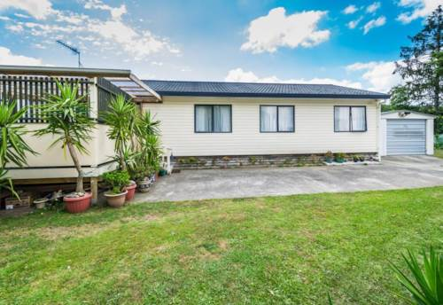 Papakura, Lovely family home, Property ID: 85002099 | Barfoot & Thompson