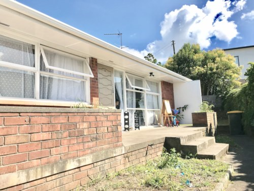 Papatoetoe, Well located 2 bedroom home, Property ID: 85002170 | Barfoot & Thompson