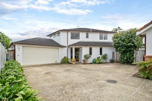 Mt Wellington, Fabulous Family Home - Periodic Tenancy , Property ID: 92000019 | Barfoot & Thompson